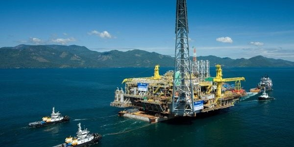 Como o petróleo e transformado em gasolina?